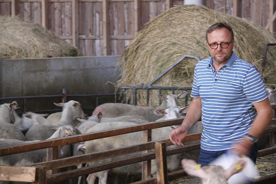 Wolfgang Hautzinger im Schafstall