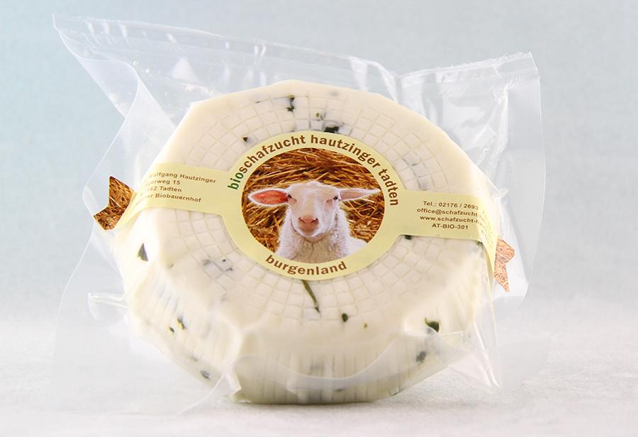 Bio Schafkäse mit Basilikum von der Schafzucht Hautzinger