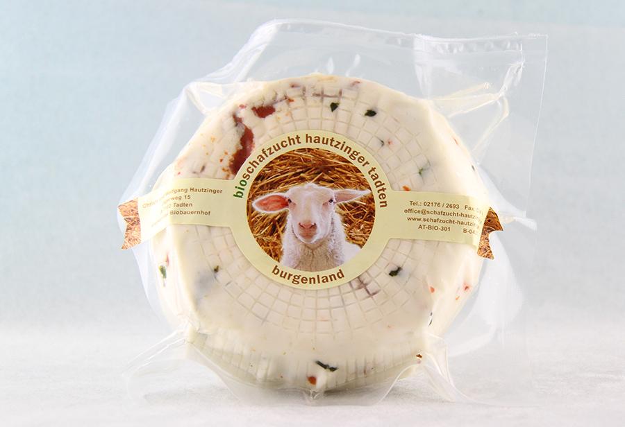 Bio Schafkäse mit Basilikum und Tomaten von der Schafzucht Hautzinger