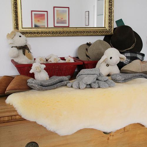 Slide Hautzinger Produkte Schafwolle